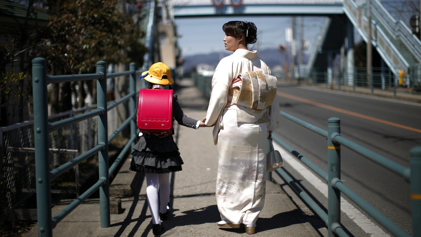 Japan Is No Place for Single Mothers - The Atlantic