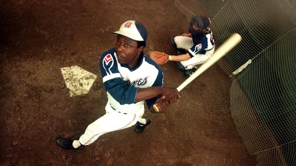 Hank Aaron hits 715
