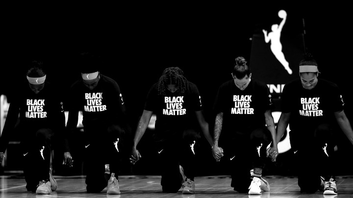 The Atlanta Dream kneeling, wearing Black Lives Matter T-shirts