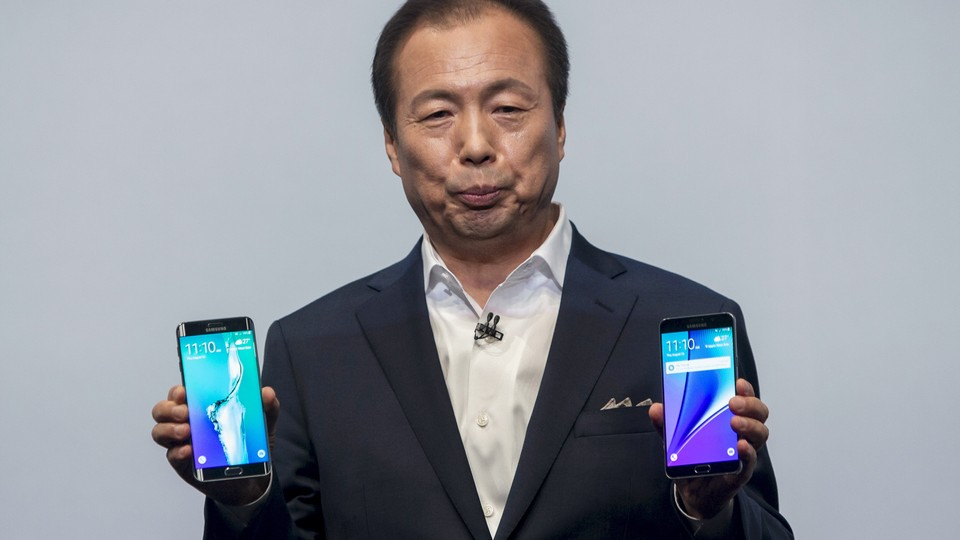 President and CEO of Samsung Electronics J.K. Shin holds a Samsung Galaxy S6 Edge+ and a Samsung Galaxy Note 5 .