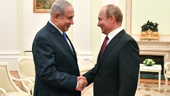 Netanyahu and Putin shake hands at a meeting at the Kremlin in July.
