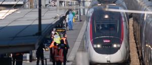 photo: a TGV train in Avignon, France