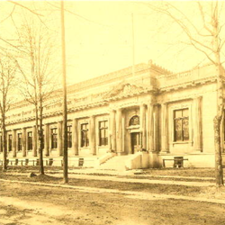 Early 1900s image of the old Toledo Post Office