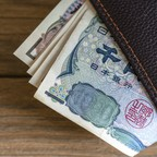 photo: a wallet full of Yen bills.