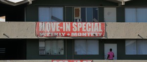 A photo of Las Vegas apartments with a big red banner offering a move-in special.