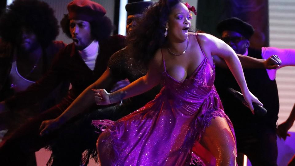 "Rihanna performs the Gwara Gwara dance for ""Wild Thoughts"" at the Grammys"