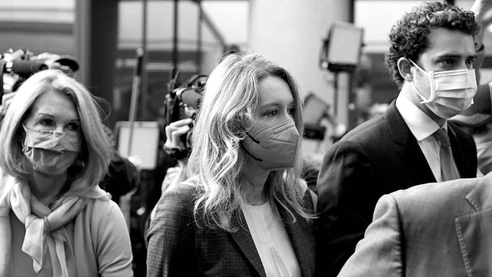 Photo of Elizabeth Holmes walking into the federal courthouse in San Jose, California