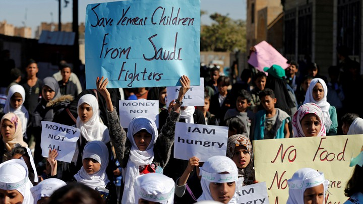 Protesters demonstrate at the UN offices in Sanaa in November 2017.