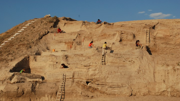 Archaeologists work to excavate Asikli Hoyuk.