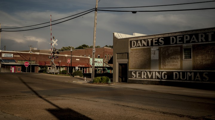 A view of Main Street Dumas.