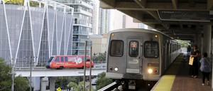 A photo of a train stopping in downtown Miami.