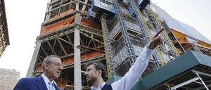 a photo of Hudson Yards developer Stephen Ross talking with designer Thomas Heatherwick