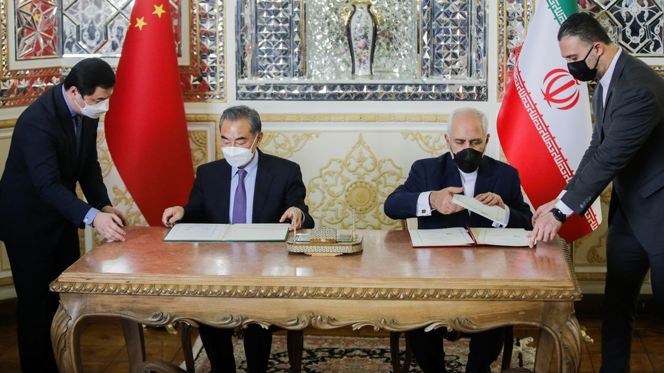 Iranian Foreign Minister Mohammad Javad Zarif and Chinese Foreign Minister Wang Yi sign agreements