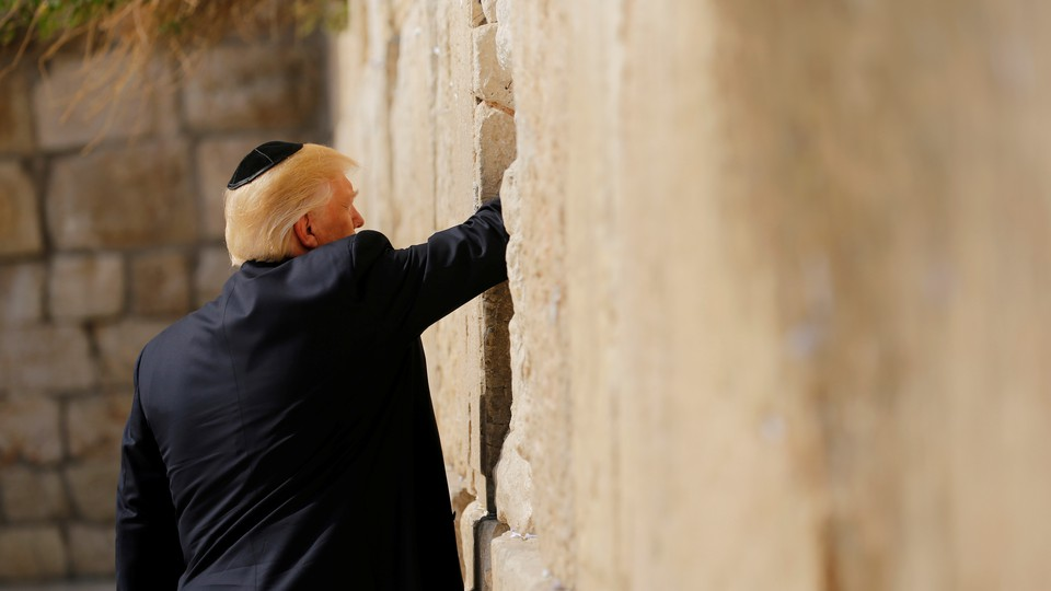 Trump leaves a note at the Western Wall in Jerusalem