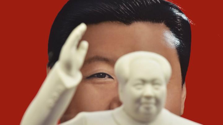 Xi Jinping plate portrait and Mao figurine