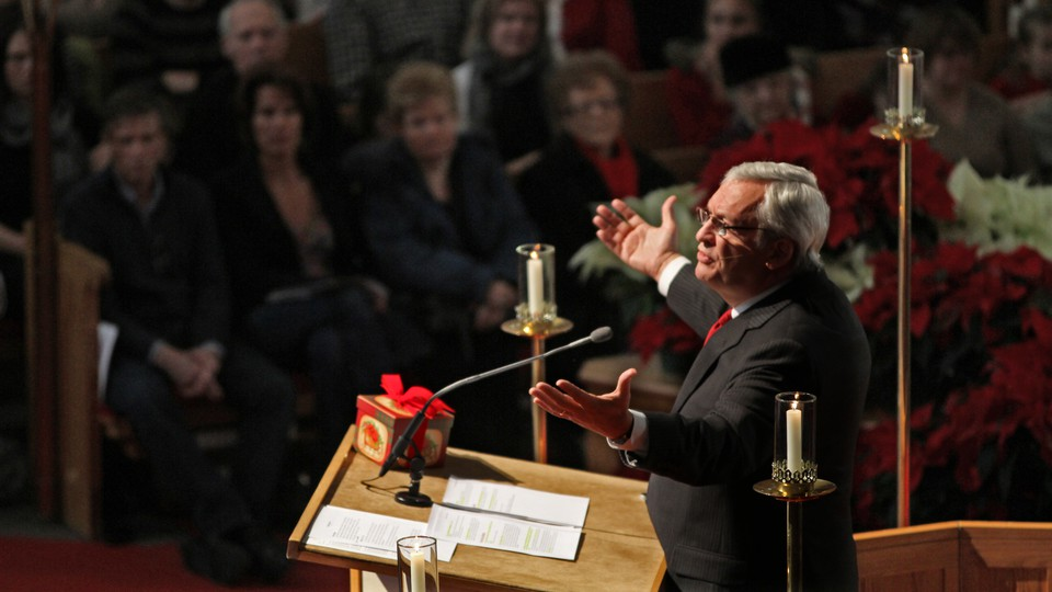 Leith Anderson stands at a lectern at a Minnesota church.