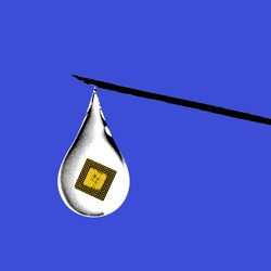 A hypodermic needle with a droplet hanging from the tip, and a microchip int he droplet