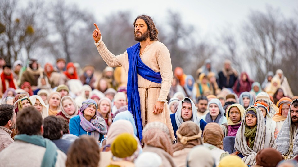 Jesus preaching to a crowd in 'The Chosen'