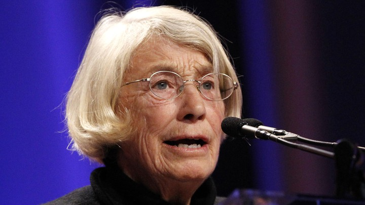 The poet Mary Oliver speaks at a podium.