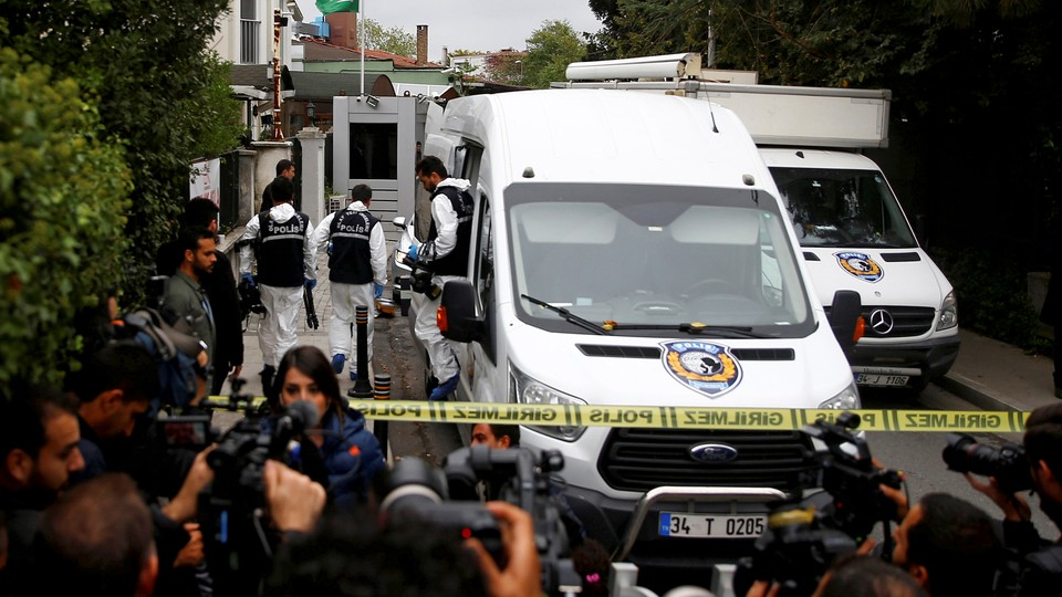 Turkish forensic officials arrive to the residence of Saudi Arabia's Consul General Mohammad al-Otaibi on October 17, 2018