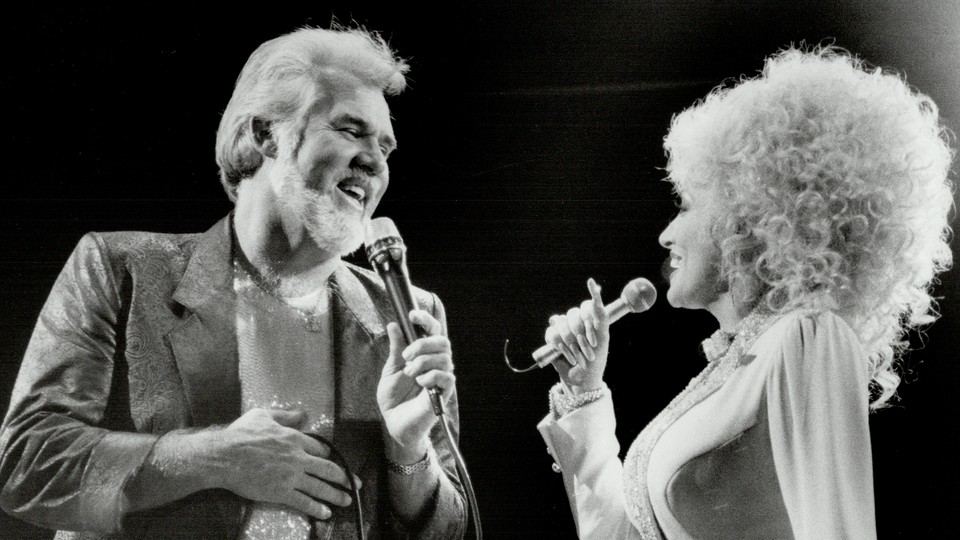 Dolly Parton and Kenny Rogers perform at Maple Leaf Gardens in Toronto in 1986