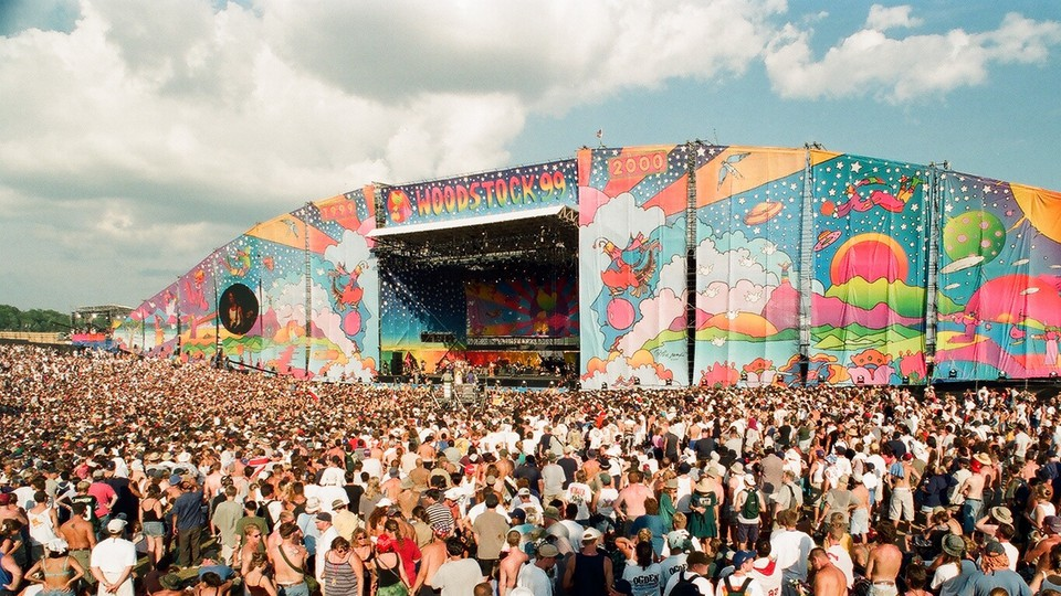 A crowd at one of the Woodstock '99 stages
