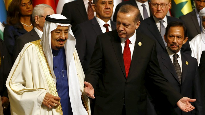 Turkish President Erdoğan and Saudi King Salman meet in Istanbul in 2016.