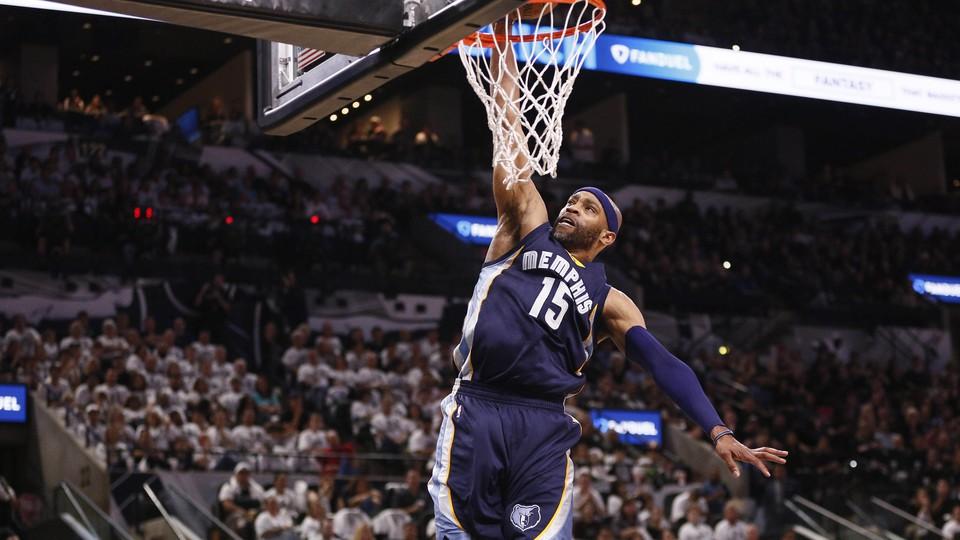 Memphis Grizzlies shooting guard Vince Carter dunks the ball