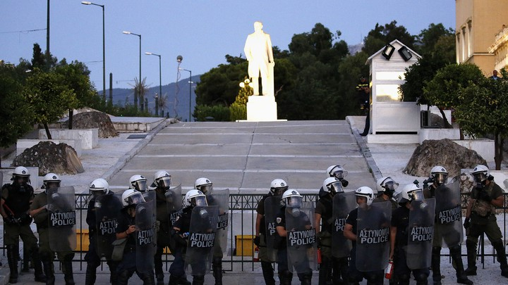 Riot police stand guard outside the Greek Parliament in 2015.