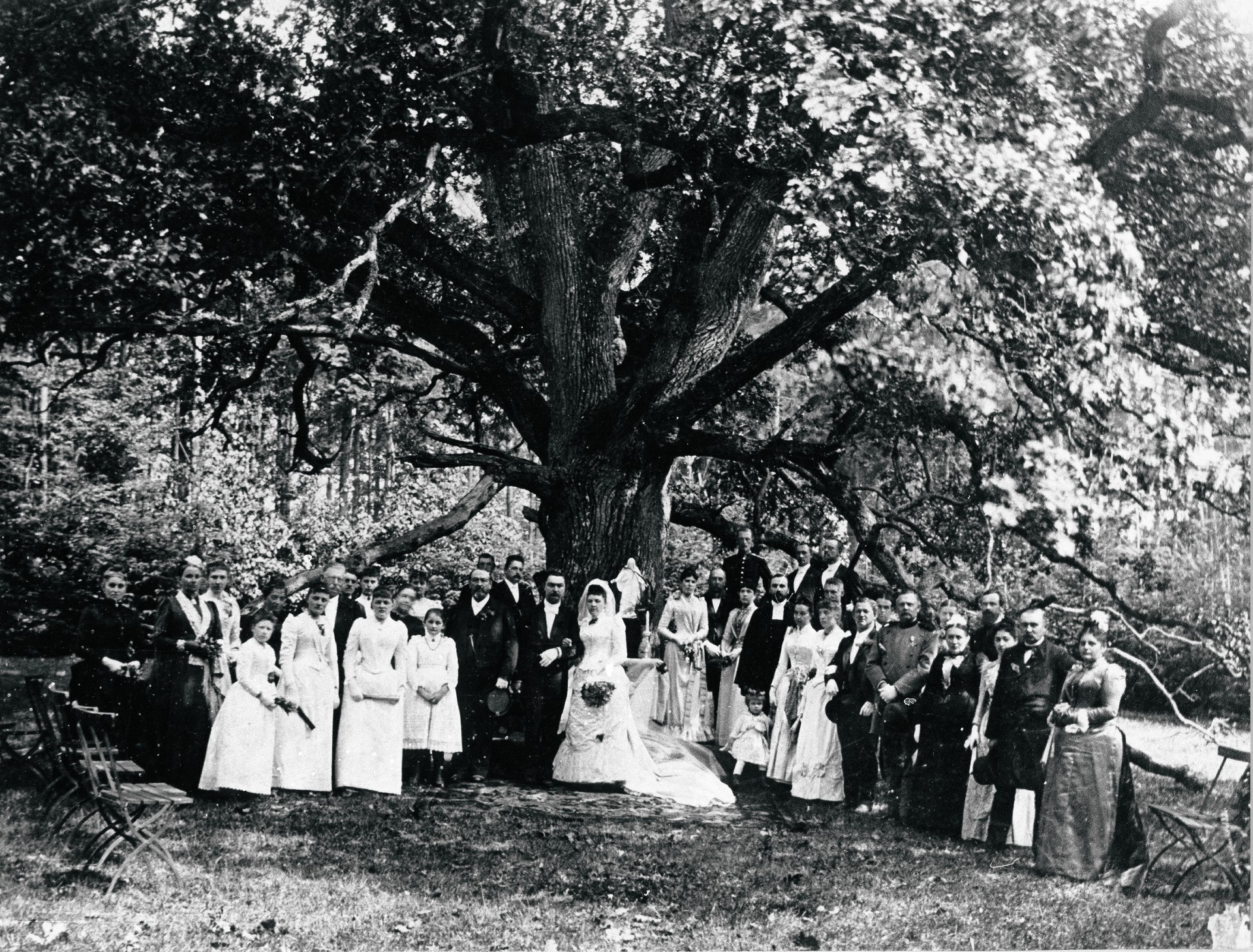 A wedding at the Bridegroom's Oak, 1927