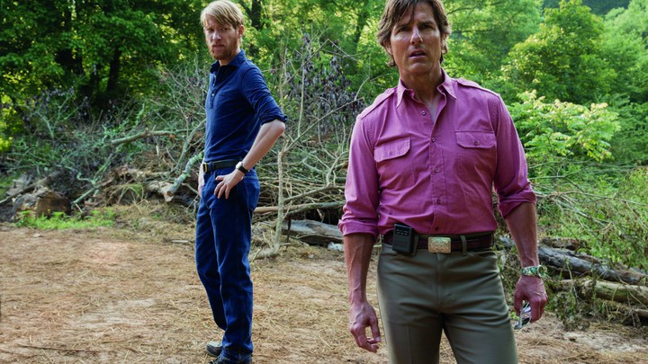 Domhnall Gleeson and Tom Cruise in 'American Made'