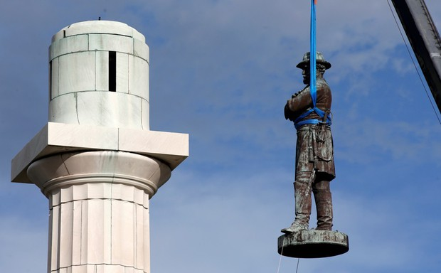 Robert E. Lee removed from his pedestal in New Orleans