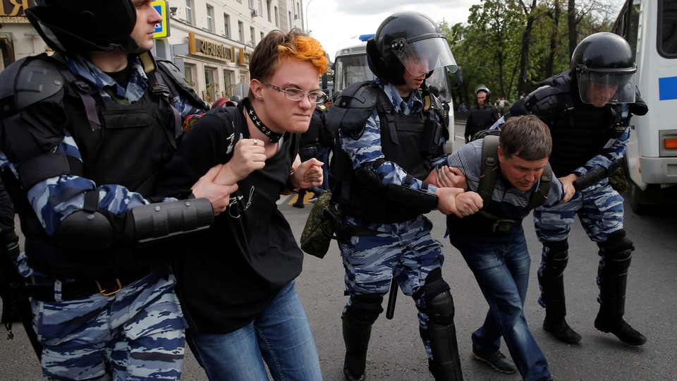 Riot police detain demonstrators during an anti-corruption protest organized by opposition leader Alexei Navalny in central Moscow, Russia, on June 12, 2017.