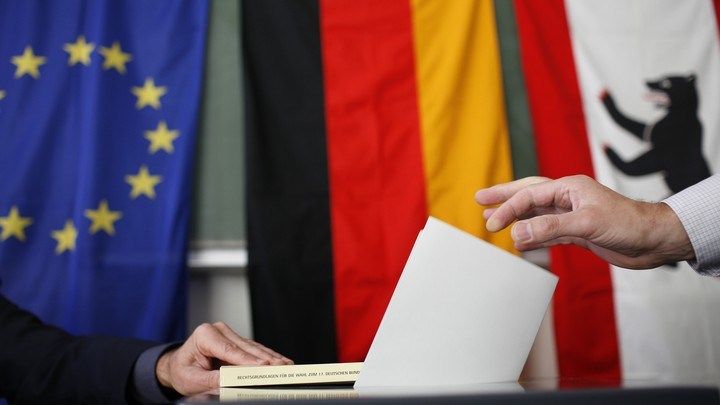 A voter casts his ballot in the German general election in 2009.