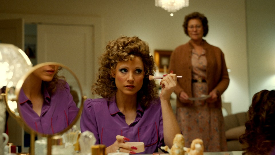 Tammy Faye (played by Jessica Chastain) applying makeup