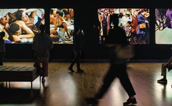 photograph of Garry Winogrand art exhibit