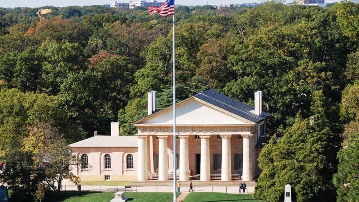 Arlington House overlooking the Arlington National Cemetery