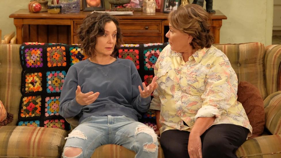Sara Gilbert and Roseanne Barr in 'Roseanne'