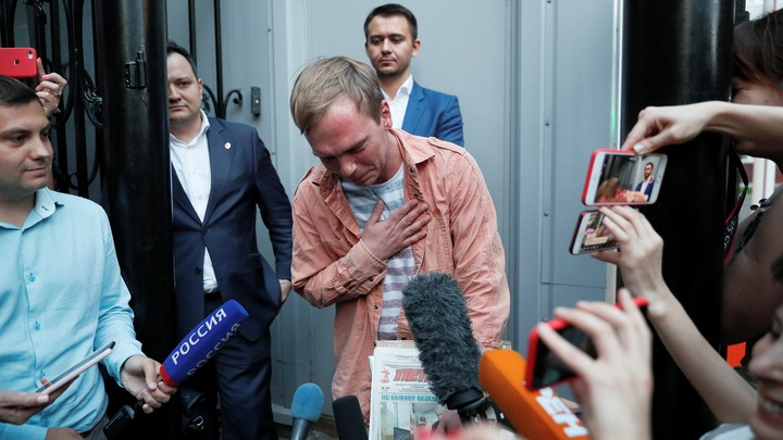 Ivan Golunov speaks with the media in Moscow after his release from jail.