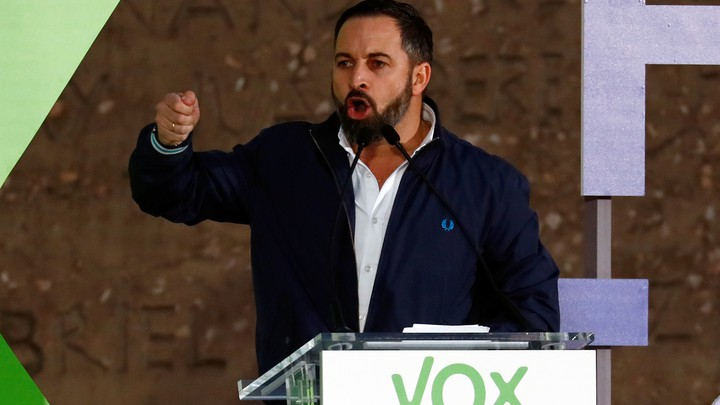 Santiago Abascal stands at a podium and passionately delivers a speech.