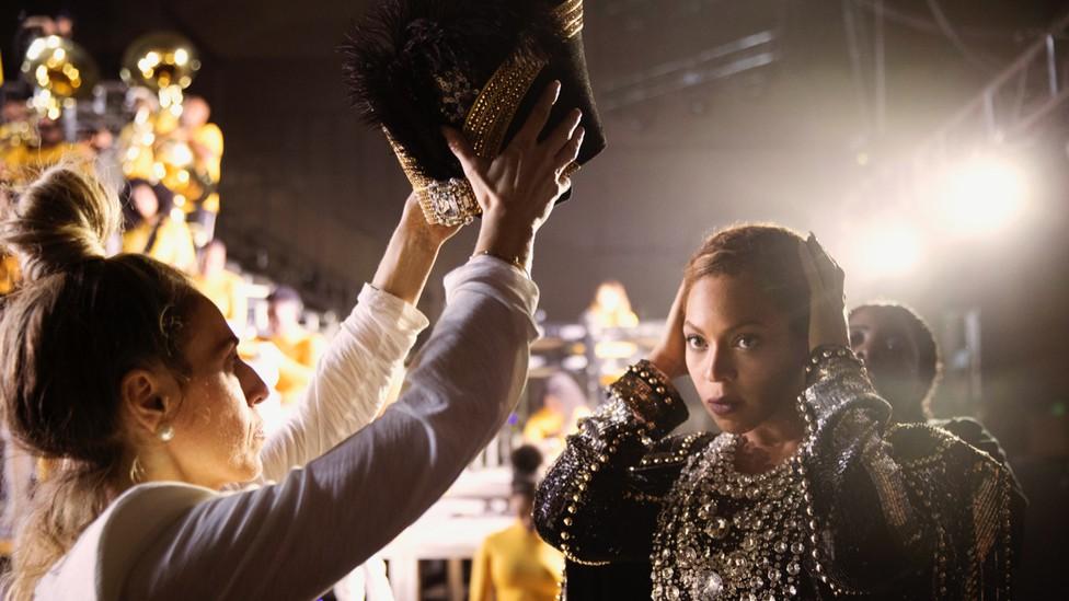 Beyoncé is crowned in 'Homecoming.'