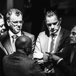 Leaders of the AfD huddle together