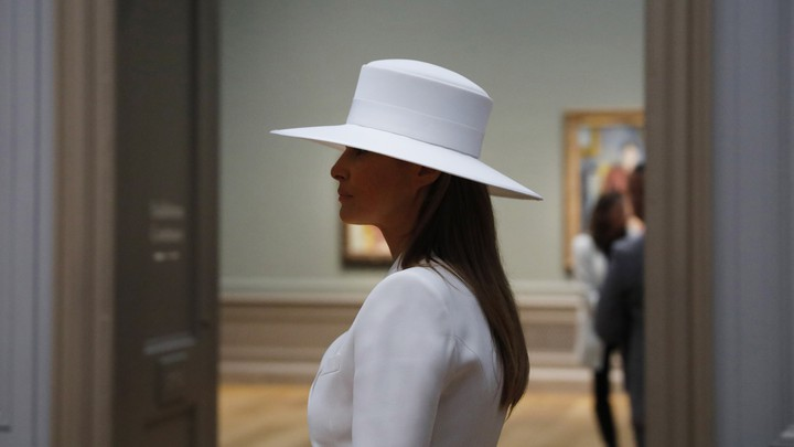 Melania Trump wears a white hat in the National Gallery of Art.