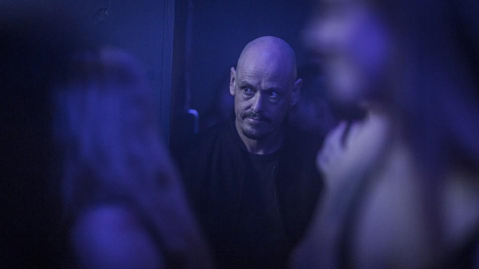 Scott Ryan stars as Ray in FX's 'Mr. Inbetween'