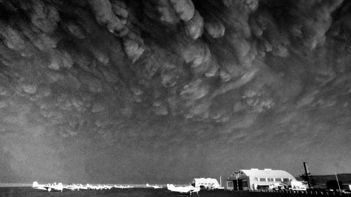 Dark clouds of ash hang over Ephrata, Washington, on May 18, 1980.
