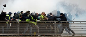 a photo of French yellow vest protesters