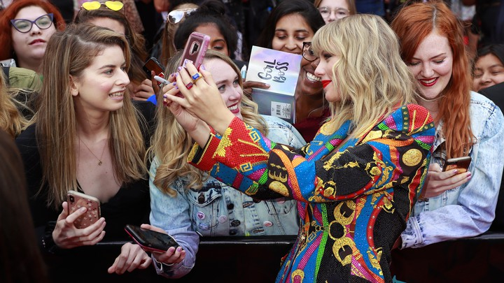 Taylor Swift arrives at the 2019 MTV Video Music Awards.