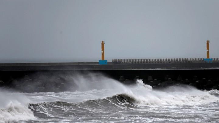 Waves pound the Taiwanese northern coast