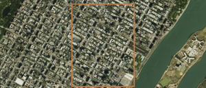 A satellite image of Manhattan with an orange square superimposed, indicating one square kilometer.