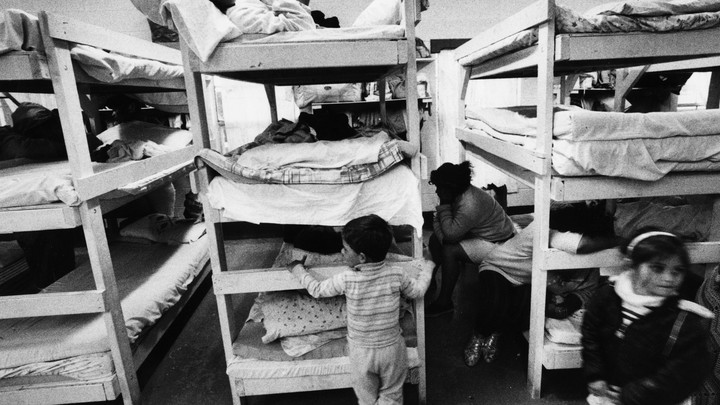 Refugees sleeping in bunk beds in Brownsville, Texas, in March 1989